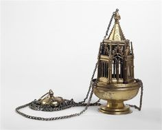 Encensoir DESCRIPTION: Vers 1325. Poids : 1.48 kg.  Provenance : abbaye de Ramsey (Cambridgeshire), dissous lors de la Dissolution des monastères par Henri VIII. Lieu de création : Angleterre de l'est (?). PÉRIODE 14e siècle SITE DE PRODUCTION Angleterre (origine) TECHNIQUE/MATIÈRE argent (métal) , dorure DIMENSIONS Hauteur : 0.108 m Diamètre : 0.136 m