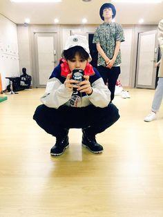 "BTS Tweet - Jimin & Jungkook - posted by Jimin - 150529 -- 조심히 들가요 이삐드라 #JIMIN   --  [TRANS] ""Go back home safely, our lovelies #JIMIN""  -- cr:  ARMYBASESUBS @BTS_ABS"