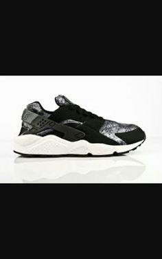 b986d4cfb374b Nike air huarach Black Huarache