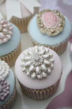 Brooch cupcakes by Cotton and Crumbs, via Flickr