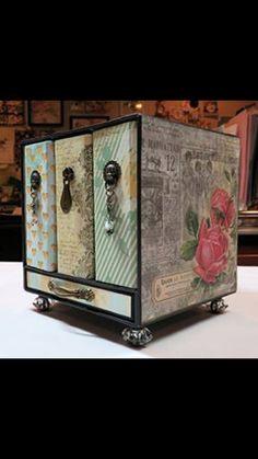 Mini Album Box Set Cube created by crafter Patti Katai.   Click on the link below to purchase the tutorial.   http://shop.paperphenomenon.com/Mini-Album-Box-Set-Cube-TUT0101.htm