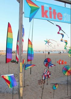 Beach flag kites | repinned by www.drukwerkdeal.nl