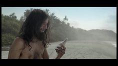 Un naufragé sur une île déserte devrait toujours avoir avec lui une bouteille de verre parce qu'avec ...