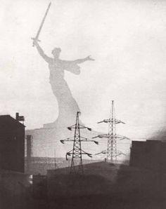 powojennymodernizm: Motherland Calls, (1970), near Mamayev Kurgan, Volgograd,by Yevgeny Vuchetich, Nikolai Nikitin.