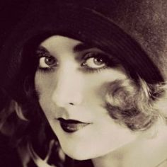 Vamps & Flappers: The Lowdown on 1920s Makeup  #vintage #1920s