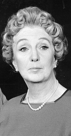 joan hickson Classic Actresses, English Actresses, British Actresses, British Actors, Actors & Actresses, British Comedy, Celebrities Then And Now, Miss Marple, Film Serie