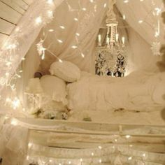 So beautiful! I'm going to do this in my bedroom except with burgundy and a little black too :)