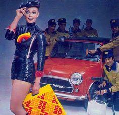 Innocenti Mini Cooper Classic Mini, Classic Cars, Red Mini Cooper, Mini Coopers, Minis, Mini Morris, Mini Lifestyle, Girl Photography Poses, N Girls