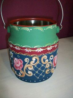 Ateliê Carmem Cardoso - Bauernmalerei One Stroke Painting, Tole Painting, Diy And Crafts, Arts And Crafts, Milk Cans, Bottles And Jars, Painting Patterns, Painted Furniture, Folk Art