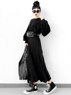 Ideas and suggestions for an all black outfit - different styles and combos, all in black! Grunge Fashion, Curvy Fashion, Look Fashion, Skirt Fashion, Korean Fashion, Fashion Outfits, Womens Fashion, Fashion Trends, Fashion Black