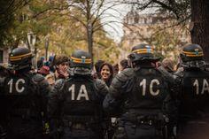 https://lechatquifouine.wordpress.com #manifestation #violence policière #CRS #toulouse