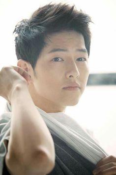 that's Song Joong-ki Song Hye Kyo, Song Joong, Yoo Seung-ho, Gong Yoo, Soon Joong Ki, Decendants Of The Sun, Park Bogum, Sun Song, Descendants