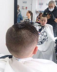 Que buen degradado a nuestro cliente de el día... @geraldineautopizza cuando regrese le hacemos este corte al chiquitico de la casa... saludos.. @barbershopvenezuela #wahl #andis #clippers #barber #barberlife #barberia #barbershopconnect #pacinos #bogota #colombia #elegance #gel #venezuela #maracaibo #lagunillas  #ciudadojeda by barbershopvenezuela