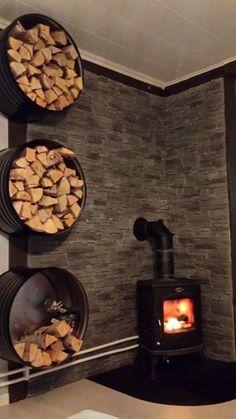 Olievat als haardhout opslag Oil barrel as firewood storage woodstovesurround Wood Stove Surround, Wood Stove Hearth, Stove Fireplace, Wood Burner, Fireplace Design, Fireplace Hearth, Corner Wood Stove, Wood Stove Wall, Fireplace Ideas