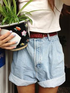 I don't really care about the outfit xD I don't know.. BUT WHY TAKE A PICTURE WITH A PLANT?