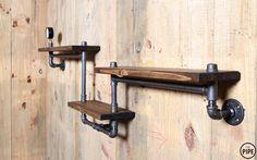 제품설명 - 레드파인 24t와 흑관 파이프 15A(22mm)로 제작된 파이프 벽면 선반 입니다. - 상판은 핀란드산 레드파인 집성목을 사용 하였으며, 천연 오일로 마감 되어 있습니다. - 흑관 파이프는 가공 뒤 전부 열처리 마감을 하여, 부식이나 기름때 걱정 없이 깔끔하게 사용이
