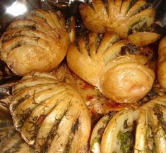Potatoes-accordion with mushroom stuffing! Good Food, Yummy Food, Russian Recipes, Special Recipes, Tasty Dishes, Food Photo, Food Inspiration, Meal Planning, Stuffed Mushrooms