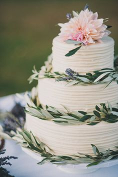Wedding Cake decorated with Dahlias, Eucalyptus and Lavender