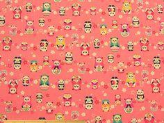レッスンバッグ、雑貨小物の制作に、パンダのマトリョーシカ柄コットンオックスプリント(サーモンピンク)   110cm巾 綿100%   - そーいんぐ・すていしょんコミニカ