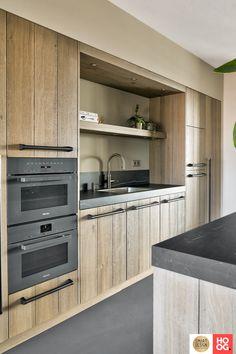 Home Decor Kitchen, Country Kitchen, Home Kitchens, Modern Kitchen Design, Interior Design Kitchen, Mid Century Modern Kitchen, Home Projects, Interior Styling, Sweet Home