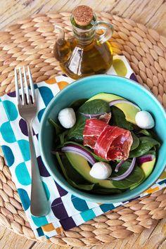 Salada de espinafres com abacate e queijo mozzarella #salada_espinafres_abacate @Ana Franqueira