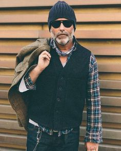 Waistcoat and checked shirt Sharp Dressed Man, Well Dressed Men, Mature Mens Fashion, Outfits Hombre, Bandana Styles, Red Wing Boots, Laid Back Style, Gentleman Style, Mode Style