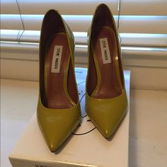 Steve Madden pumps Almost brand new, perfect condition pumps, amazing chartreuse color! Steve Madden Shoes Heels