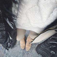 """""""Das erste Mal unterwegs mit meinem neuen Kuschelpulli von @zaraaustria  Gestern gekauft und schon zu meinem treuen Begleiter für diesen Winter…"""""""