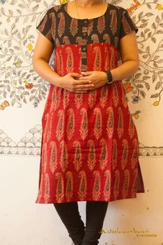 Nb Kurti Patterns, Designer Blouse Patterns, Dress Patterns, Churidar Pattern, Dress Neck Designs, Blouse Designs, Simple Dresses, Nice Dresses, Kalamkari Dresses