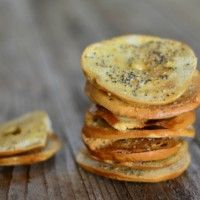Homemade Everything Bagel Chips are not only easy to make but delicious and a downright addictive savory snack. Finger Food Appetizers, Yummy Appetizers, Appetizer Recipes, Snack Recipes, Cooking Recipes, Cooking Ideas, Finger Foods, Savory Snacks, Healthy Snacks