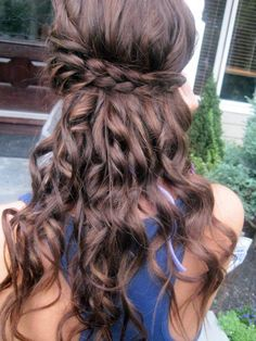 braid, half up half down hair style.
