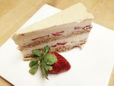 Strawberry Shortcake - Raw cakes - http://specialycookies.com/strawberry-shortcake-raw-cakes/