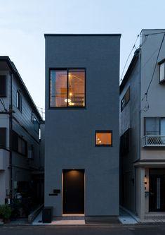 たなのいえ | 注文住宅なら建築設計事務所 フリーダムアーキテクツデザイン Narrow House Designs, Small House Design, House Cladding, Facade House, Architecture Design, Townhouse Exterior, Minimalist House Design, Japanese House, Exterior Design