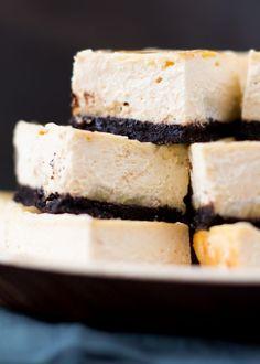 Banaan-karamel cheesecake - cakejevaneigendeeg.nl Karamel Cheesecake, Feta, Food Porn, Dairy, Desserts, Tailgate Desserts, Deserts, Postres, Dessert