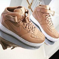 Vachetta by sneaker. Sneaker Heels, Shoes Sneakers, Cute Shoes, Me Too Shoes, Basket Nike, Baskets, Nike Tennis Shoes, Nike Air Jordans, Kinds Of Shoes