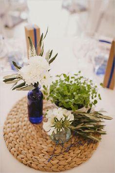 clean and natural looking wedding centerpiece - Deer Pearl Flowers