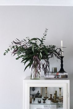 Home of Johanna Bradford. Floral Style, Floral Design, Boho Style, Flower Arranging Courses, Take Me Home, White Houses, Bradford, Autumn Inspiration, Decorating Blogs