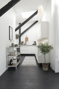 Cute Monochrome Scandinavian Loft Design Ideas For A Young Family White Apartment, Attic Apartment, Attic Rooms, Attic Bathroom, Home Interior, Kitchen Interior, Interior Design, Kitchen Rug, Kitchen Floor