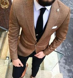 Men's brown sport coat with black pants, white shirt and black tie and brown leather dress shoes. Mode Masculine, Brown Sport Coat, Mens Sport Coat, Mens Brown Coat, Brown Leather, Stil Inspiration, Fashion Inspiration, Moda Formal, Mode Man