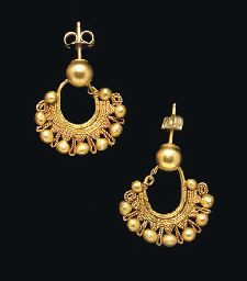 Nabatean or Eastern Roman gold earrings, circa century AD. Each formed from a plain tapering hoop, adorned with clusters of granules, the underside joined to plain wires framing a beaded wire, with a. Ethnic Jewelry, Indian Jewelry, Jewelry Art, Gold Jewelry, Jewelery, Jewelry Design, Fashion Jewelry, Antique Gold, Antique Jewelry