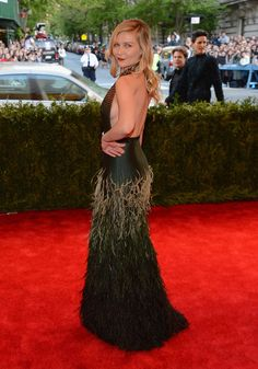 Кирстен Данст | All The Looks From The Met Gala Red Carpet