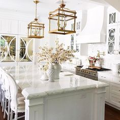 @randigarrettdesign 's kitchen is complete perfection!! Do you see the mirrored cabinets? Thank you for the tag Randi! #inspire me home decor