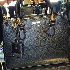 Bolsa desejo da Schutz -Lorena !!! #namorado❤ #Schutz #euquero #Sepia  Compre Online: http://lojasepia.com.br/home/494-bolsa-estruturada-schutz.html