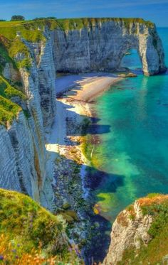 Étretat, France is a small coastal town with views so perfect, it's hard to believe they're Is This Place Real? Places Around The World, Oh The Places You'll Go, Places To Travel, Places To Visit, Around The Worlds, Images Lindas, Etretat France, Europa Tour, Ville France