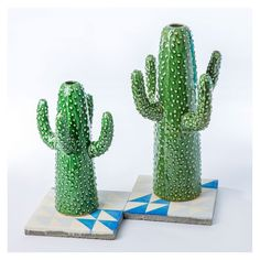 Designed exclusively for The Conran Shop, this ceramic cactus vase is the perfect way to inject a touch of exoticism into your home décor. Instantly adding colour and texture to your table or mantelpiece, the ceramic cactus vase will ref Vase Centerpieces, Baby Shower Centerpieces, Vases Decor, Garden Accessories, Home Decor Accessories, Cactus Ceramic, Cactus Decor, Decorative Objects, Interiores Design