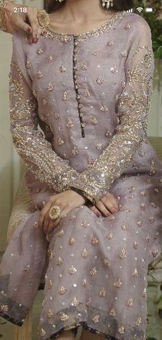 Pakistani Fancy Dresses, Beautiful Pakistani Dresses, Pakistani Fashion Party Wear, Pakistani Bridal Dresses, Indian Fashion Dresses, Pakistani Dress Design, Asian Bridal Dresses, Pakistani Wedding Outfits, Fancy Dress Design