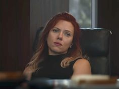 Black Widow's hair color in the new 'Avengers: Endgame' trailer could be a hint at a potential time jump Natasha Romanoff, aka Black Widow, has different blonde and red hairstyles throughout Marvel's new Natasha Romanoff, Scarlett Johansson, Avengers Film, New Avengers, Avengers Trailer, Avengers Quiz, Black Widow Scarlett, Black Widow Natasha, Chris Hemsworth