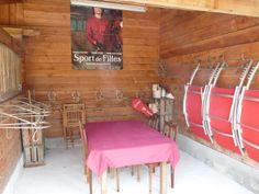 Sellerie, jeux de plein air collectif, chaises longues, espace repas abrité www.amivac.com/... Gîte LA MAISON RONDE ET SES CAHUTES 86210 MONTHOIRON 0549936819