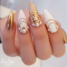 Gold And White Nail Art ★ Looking for some wedding nails inspiration? Our collection of exquisite ideas will help you complete your bridal look. Save these ideas for. Gold Manicure, Gold Nails, White Nail Art, White Nails, Bridal Nails, Wedding Nails, Wedding Pedicure, Wedding Art, Trendy Wedding