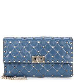 VALENTINO - Valentino Garavani Rockstud Spike leather shoulder bag - This Rockstud Spike shoulder bag from Valentino Garavani is crafted from smooth leather quilted with stud details. The navy hue will complement any look, and a detachable chain strap lets you carry this piece as you choose. Team yours with a sheath dress and blazer for a stunning edgy look. - @ www.mytheresa.com